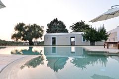 m.il-mandorlo-fiorito-veduta-villa-ulivo-da-piscina-FILEminimizer
