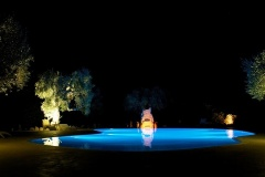 masseria_quis_ut_deus_puglia_apulia_hotel_piscina_notturna_night_swimming_pool