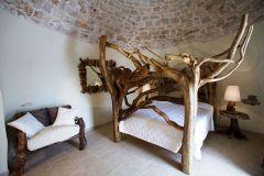 masseria_quis_ut_deus_puglia_camera_alberi_leccio_letto
