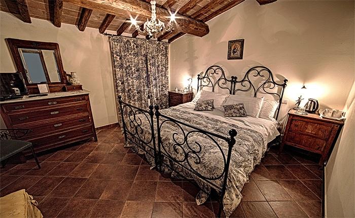 villa-sobrano-camera-mirtillo-700.x.430